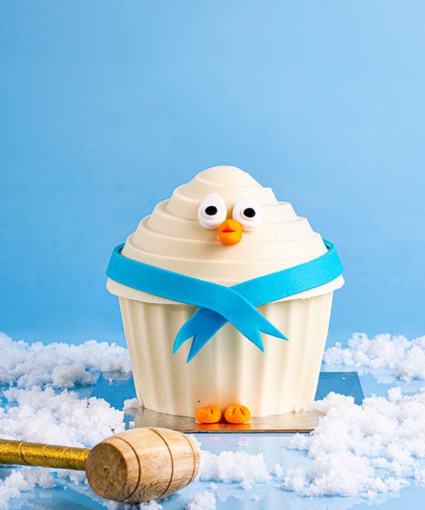 PENGUIN HAMMER CUP CAKE